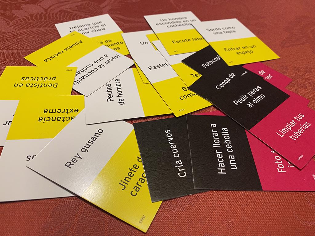 juego mesa scrawl tarjetas